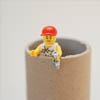 Kartonnen koker met LEGO mannetje